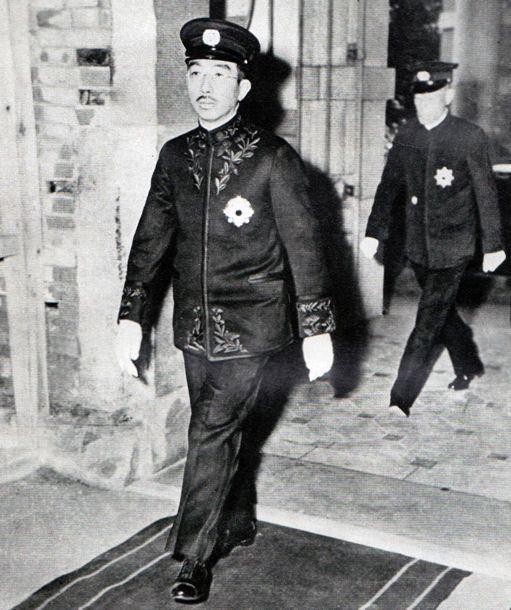 天皇御服を着用した昭和天皇