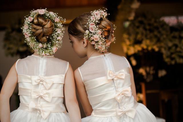 O arranjo floral para minhas daminhas . Mas mais ao centro da cabeça