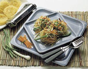 Nidi croccanti con julienne di verdure fragranti