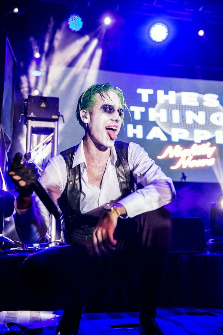 G-Eazy at Mala Luna Fest MY BABY WEARING A JOKER COSTUME OMG. I KNEW I LOVED HIM FUUUCCCKK
