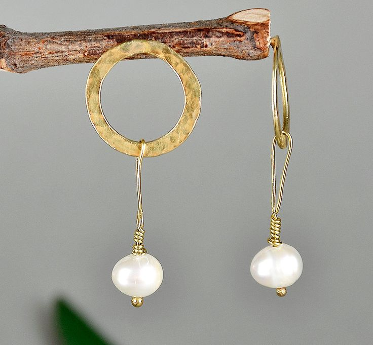 Gold pearl earrings, fresh water pearl studs, Mother in Law Gift, hammered designs, white pearl jewelry, bridal studs, geometric hoop by ColorLatinoJewelry on Etsy