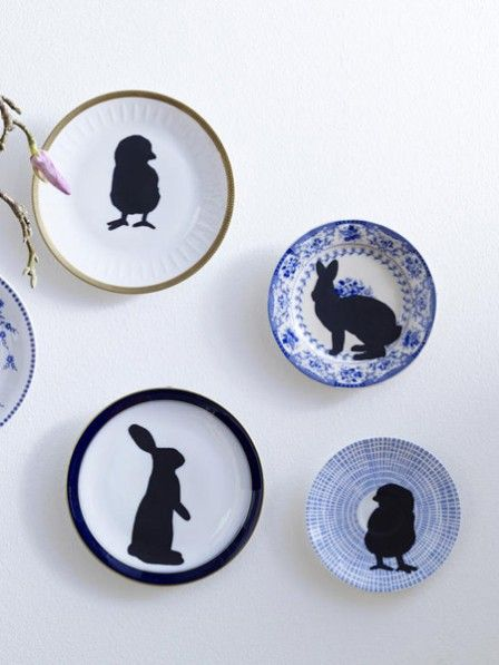 Neues Glück für aussortiertes Geschirr und alte Wandteller. Verpassen Sie Ihrem Porzellan mit unserer Vorlage einen österlichen Touch.