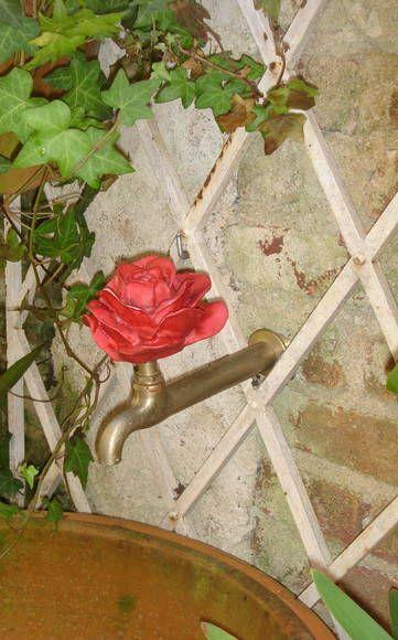 Torneira de Pia e Churrasqueira -3/4 Em metal rústico , sem polimento Rosa em resina pigmentada com pintura  Largura 15cm Altura 17cm Comprimento 18 cm    ESSA TORNEIRA TAMBÉM PODE SER USADA EM CHURRASQUEIRAS OU ATÉ PARA ENFEITAR SEU TANQUE  email:lacalleflorida@uol.com.br