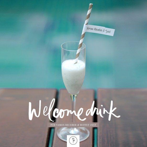 Um delicioso e refrescante shake de sorbet de limão com vodka e hortelã, servido em taças altas. Para tornar tudo ainda melhor, nosso drink estava personalizado com uma charmosa tag presa ao canudinho!
