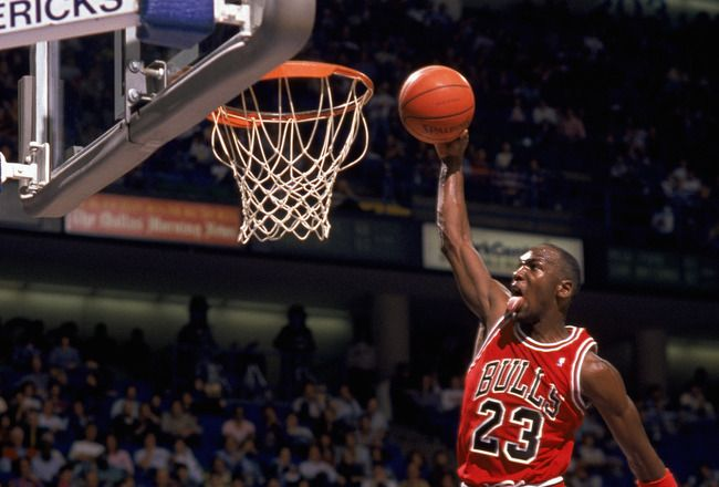 1990 -1991: Michael Jordan #23 of the Chicago Bulls goes up for a dunk during an NBA game against the Dallas Mavericks at Reunion Arena in Dallas, Texas.  #baloncesto #basket #basketbol #basquetbol #kiaenzona #equipo #deportes #pasion #competitividad #recuperacion #lucha #esfuerzo #sacrificio #honor #amigos #sentimiento #amor #pelota #cancha #publico #aficion #pasion #vida #estadisticas #basketfem #nba