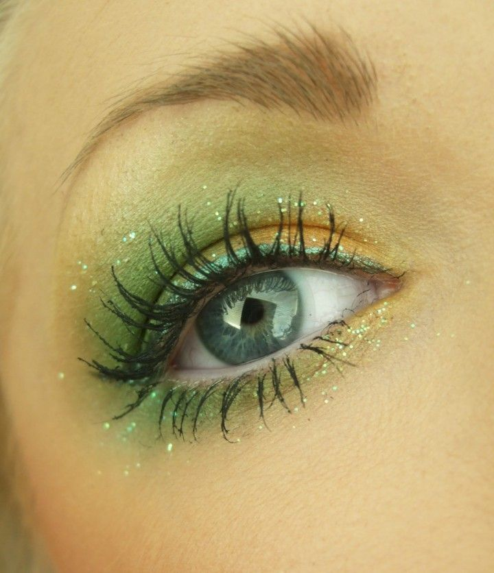 Looks like Mermaid Eyes!  Love it! *,~SPARKLES~* wondering about a bluer shade scheme more a light smokey eye make up