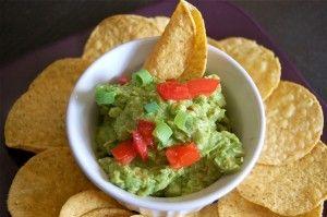 """De avocado's worden veel gegeten in Mexico. Ze worden ook veel verwerkt in salades en als mousse geserveerd. De bekende Mexicaanse naam is """"Guacamole"""" en kan eigenlijk niet ontbreken bij een Mexicaanse maaltijd. Het is een zeer smakelijke mousse, die..."""