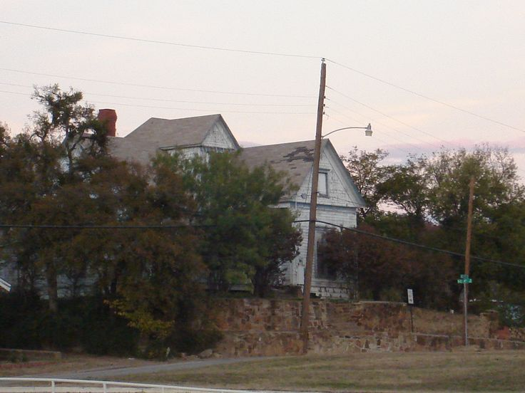 Just About 500 Ft From The Baker Hotel In Mineral Wells Tx Creepiest Dang House I Ve Ever Seen