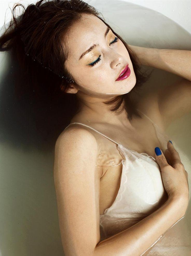 Kim Tae Hee Nude