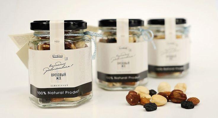 Этикетка: Дизайн этикетки для премиальных продуктов.