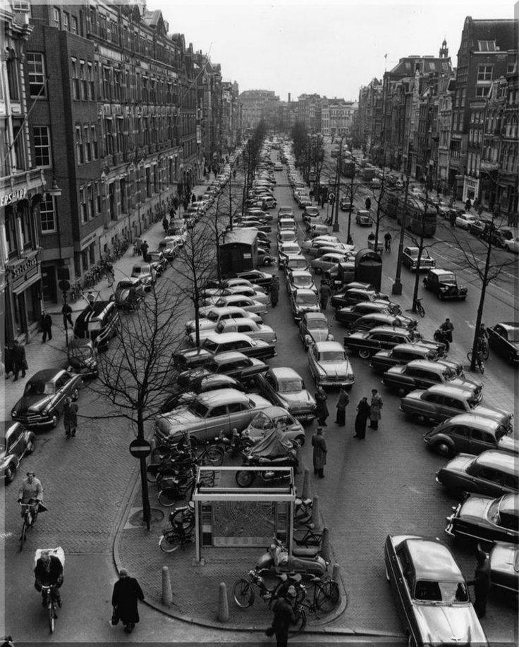 1956 Parkeerdrukte op het Rokin Amsterdam