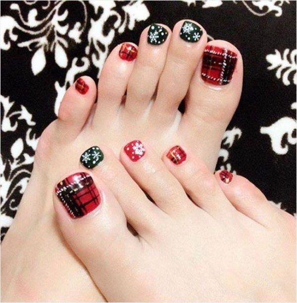 45 Lovely Christmas Toenail Art Design Ideas 2017  - Want easy Christmas toenail art design ideas? You can find what you are looking for here. We usually care about the beauty of our hands and always wan... -  Christmas Toenail Art Design Ideas 2017 (3) . Find More at: http://www.pouted.com/christmas-toenail-art-design-ideas-2017/