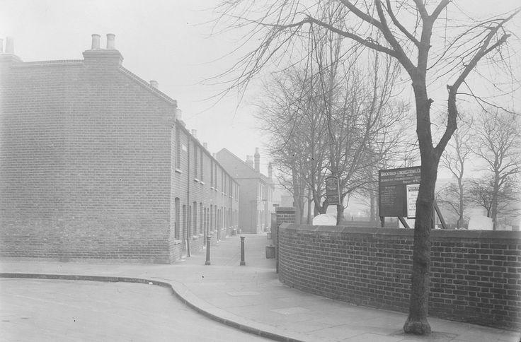 Union Cottages, off Vicarage Lane, Stratford. 2 Nov 1934.