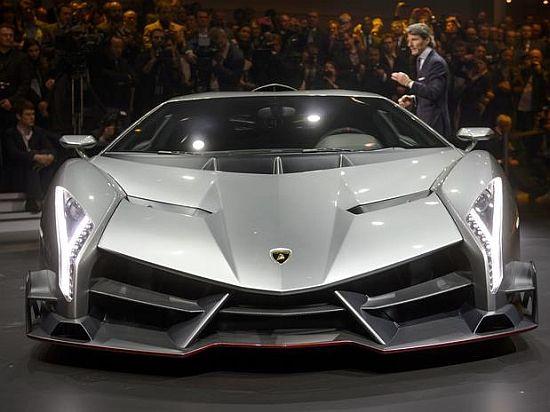 """WEB LUXO - Carros de Luxo: A """"Lamborghini Veneno"""" é lançada no salão de Genebra"""