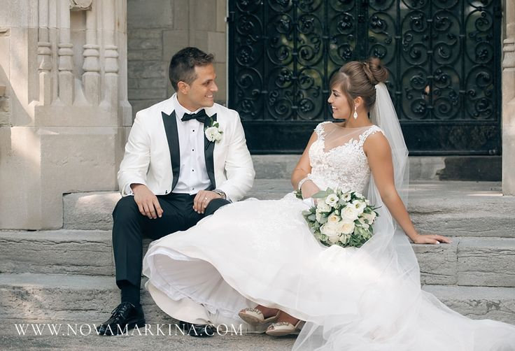 Effortless, Fun Wedding Photos || Wedding Portrait Inspiration || NovaMarkina Photography || See more of this Liuna Station Wedding here: http://www.novamarkina.com/blog/liuna-station-wedding-photography-k-a
