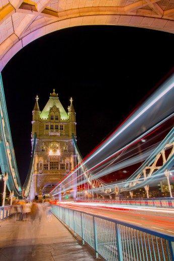 Tower Bridge.. London!!