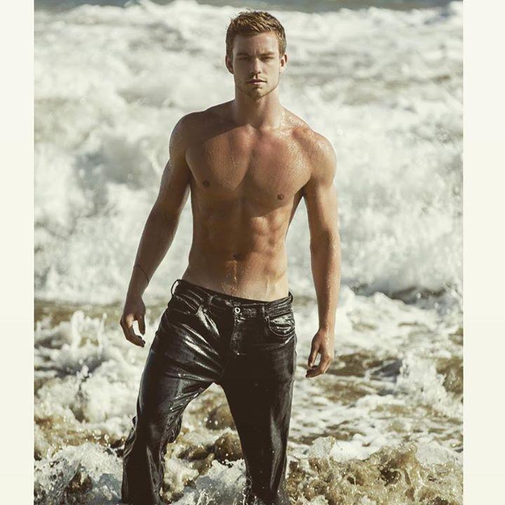 America's Next Top Model Cycle 22 | Dustin McNeer #TeamDustin #DustinANTM #ANTM