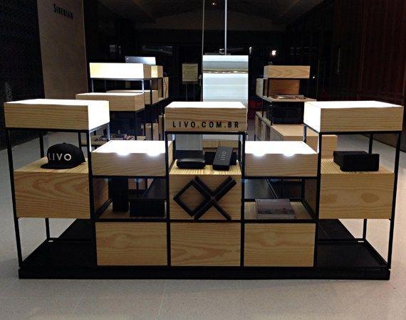 Quiosque conceito da LIVO Eyewear no Shopping Iguatemi, SP.