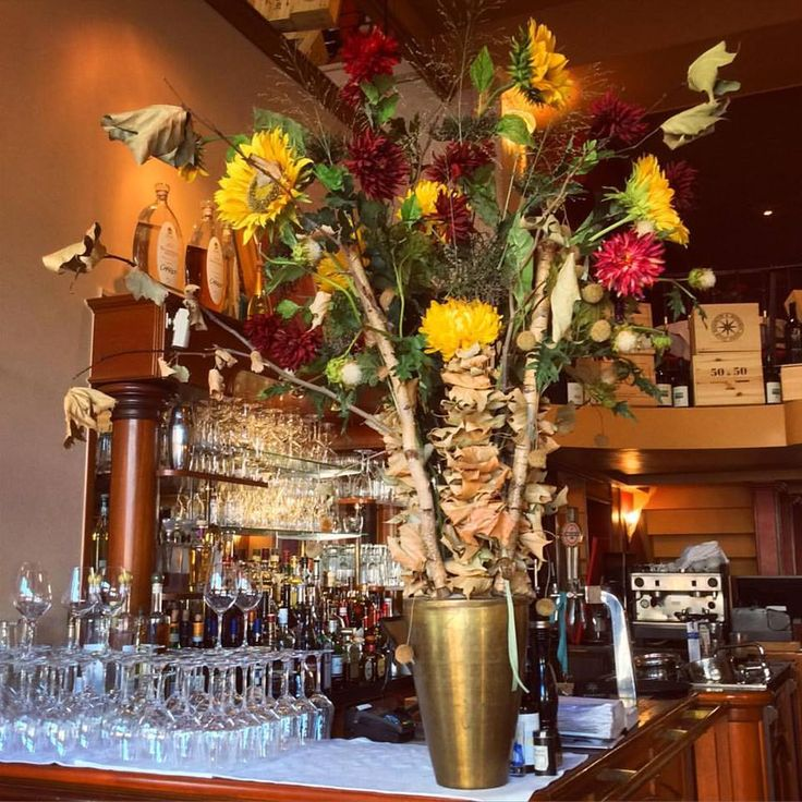 Our beautiful new #flowers have arrived! We ❤ a #warm and #welcoming #ambience in our #restaurant  #alter per #charlot #food #foodie #bouquet #flower #colors #frankfurt #instagood #instadaily #instalike #instaflowers #fall #travel #germany #glasses #bar #italian #wood