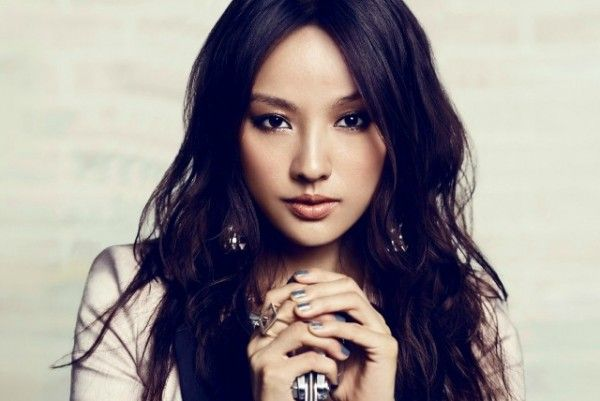 Lee Hyori confirmed to be building a house in Jeju Island, denies rumor she will be settling down with boyfriend