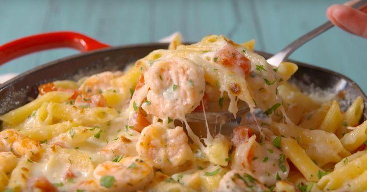 Transformez vos simples pâtes en un repas Alfredo aux crevettes super savoureux!
