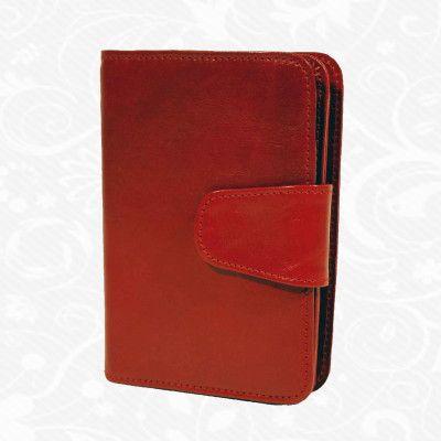 Dámska kožená peňaženka vyrobená z prírodnej kože. Kvalitné spracovanie a talianska koža. Ideálna veľkosť do vrecka a značková kvalita pre náročných. Overená kvalita pravej kože. Peňaženka sa vyznačuje vysokou kvalitou použitých materiálov a ich precíznym spracovaním.  http://www.vegalm.sk/produkt/kozena-penazenka-c-8507/