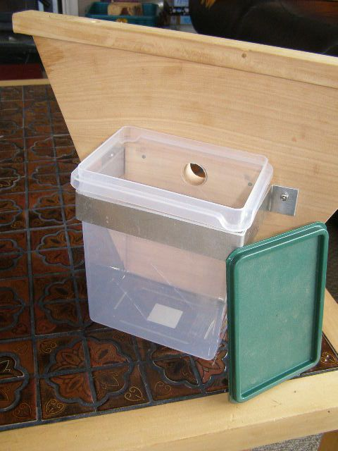 how to use a top feeder for bees