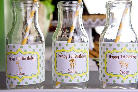 Baby shower party favor decorations. We love those yellow paper drinking straw!