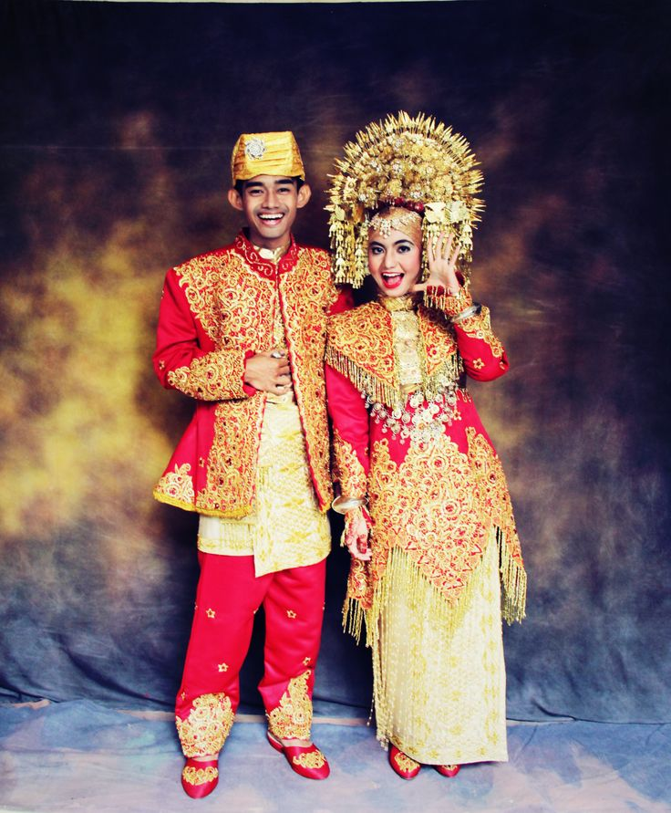 A couple in minang wedding outfit