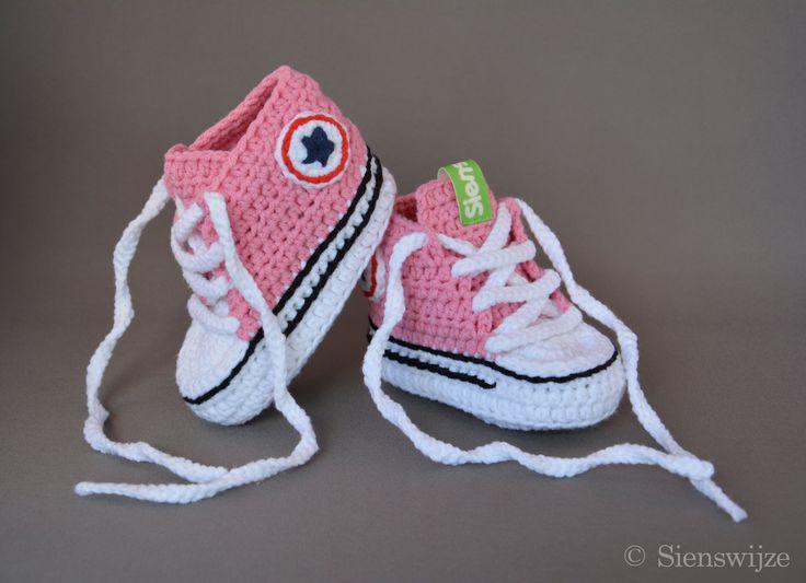 Roze baby Converse sneakers, Gehaakte baby slofjes, Handgemaakte baby schoentjes,  3-9 mnd door Sienswijze op Etsy