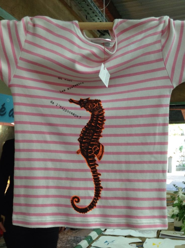 Création 3 escarbeilles. Serigraphie sur marinière en coton rayée rose et blanc.