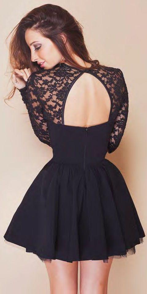 très belle robe noir avec le dos ouvert.... Magnifique