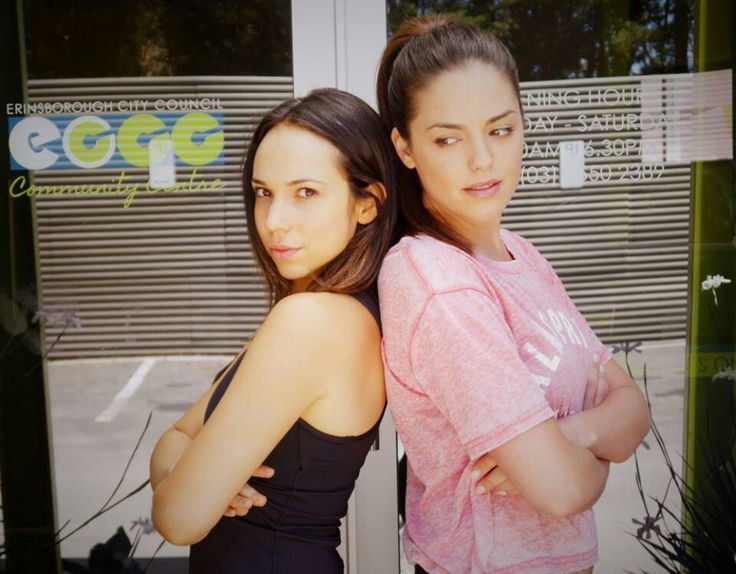 Neighbours tv show Imogen Willis (Ariel Kaplan) and Paige Willis > featuring the Kaplan pout