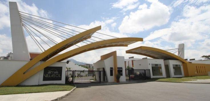 FANTASTICA CASA EN VILLASOL PARQUE RESIDENCIAL VILLA OLIMPICA Casas Conjunto Cerrado sector Villa Olimpica Pereira Colombia. ADRIANA VELASQUEZ (+57)-313-697-0024, WhatsApp Mejia y Velasquez Inmobiliaria Comercial Colombia