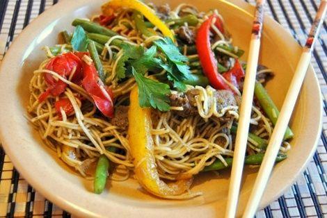 Wieprzowina Pięć Smaków to jedna z najbardziej znanych chińskich potraw na świecie. Podawana w każdej chińskiej restauracji