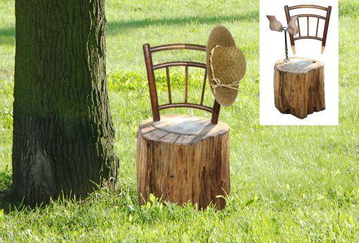 Idée récup pour la décoration du jardin : transformer une souche d'arbre en chaise, simplement en y vissant un dossier.