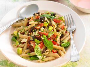 Salade de pâtes végétariennes au basilic, facile et pas cher