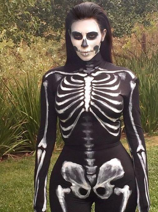 Kim Kardashian disfrazada de esqueleto