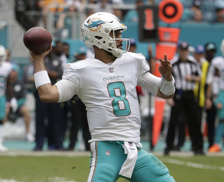 Matt Moore leads Dolphins to 31-28 victory after injury to Jay Cutler