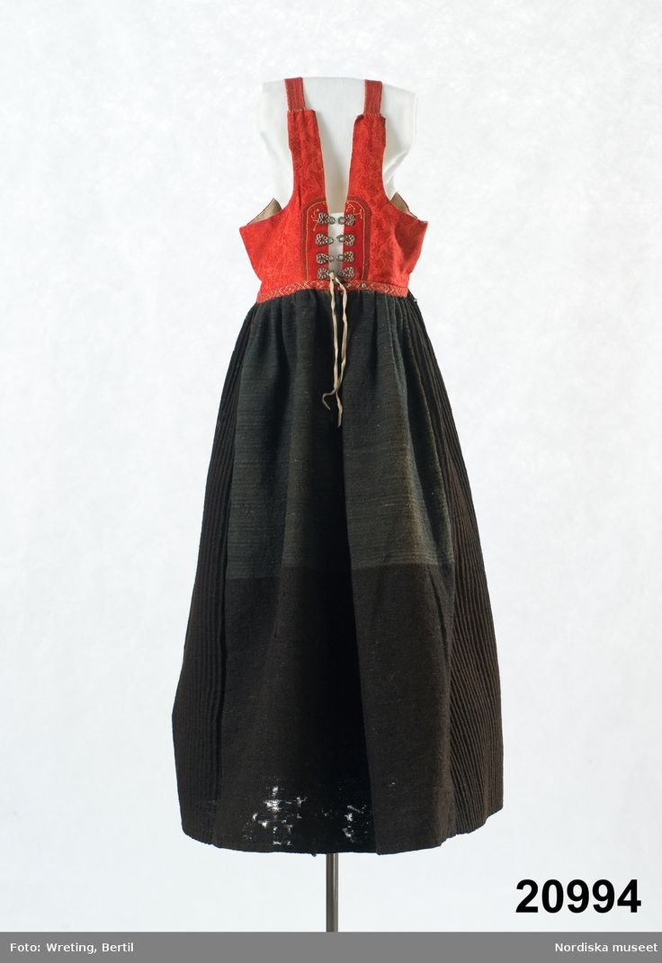Livkjol med kjol av  svart halvylle. Orsa, Sweden