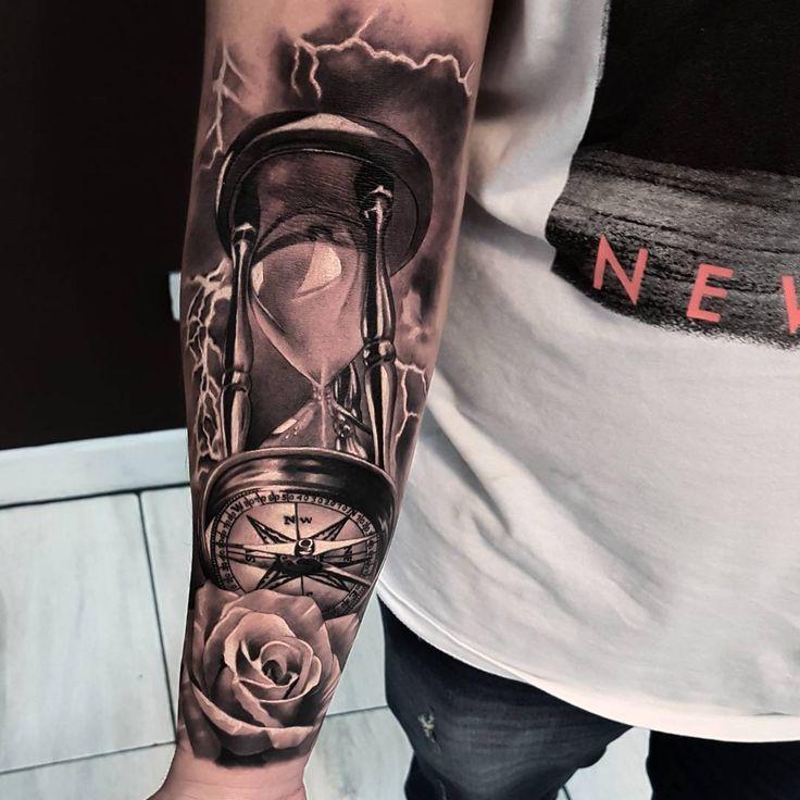 Tolles schwarz-graues Tattoo des Hourglass-Motivs, das von einem Tätowierer von Fabri …  #einem #graues #hourglass #motivs #schwarz #tattoo #tolles