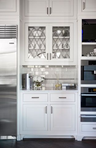 Love the backsplash...: Linda Mcdougald, Subway Tile, Glass Cabinets, Glasses Cabinets, Leaded Glasses, Glasses Doors, Kitchens Cabinets, White Kitchens, Cabinets Doors
