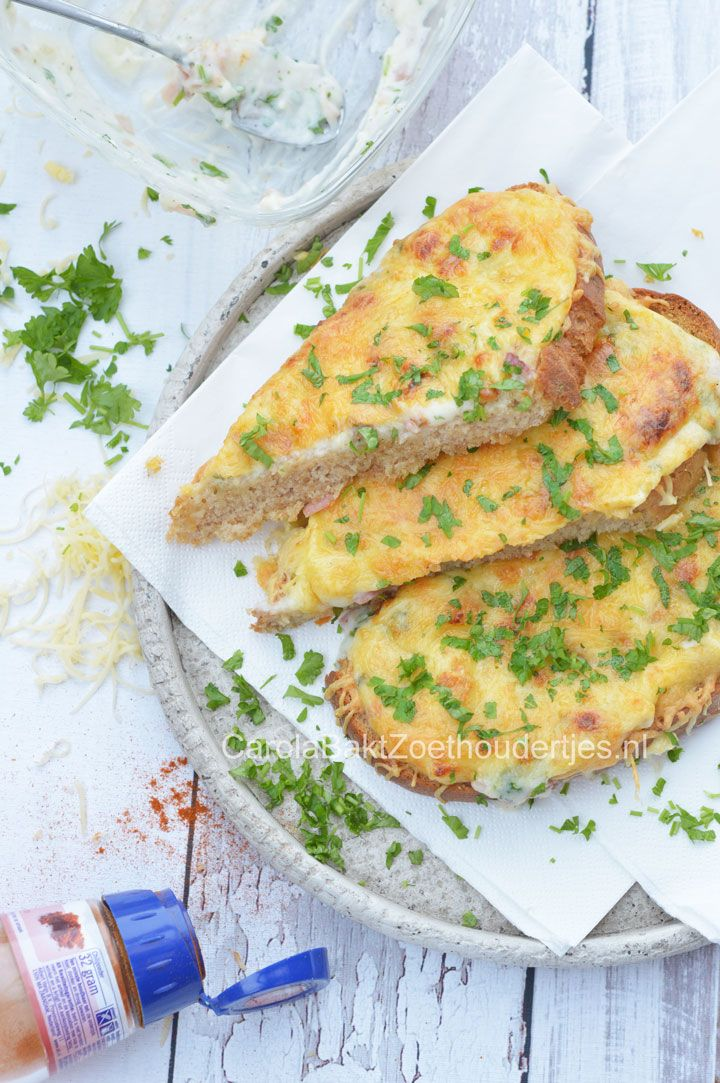 Croque Monsieur met pittige bechamelsaus en lekker veel kaas  Croque Monsieur with spicy bechamel sauce and lots of cheese