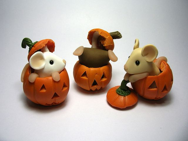 Pumpkin Mice by QuernusCrafts  porcelana fria pasta francesa masa flexible fimo fondant figurine modelado topper polymer clay