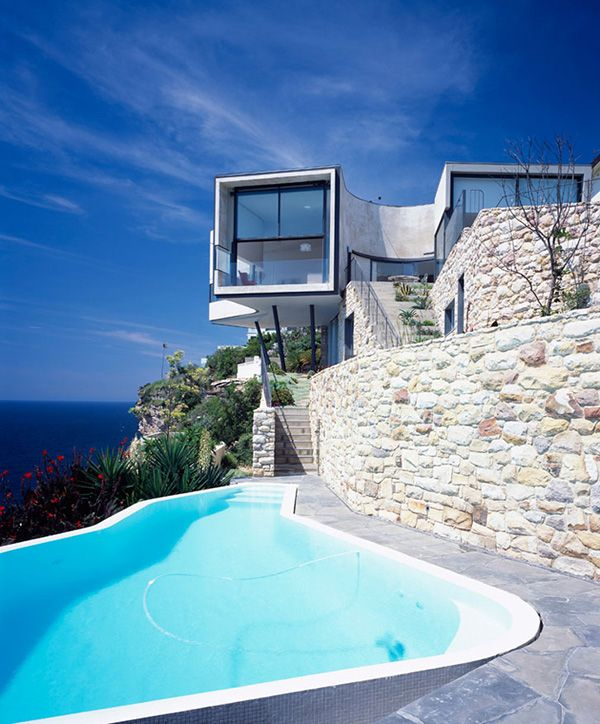 modern-picasso-art-cliff-house1 - Home Decorating Trends - Homedit