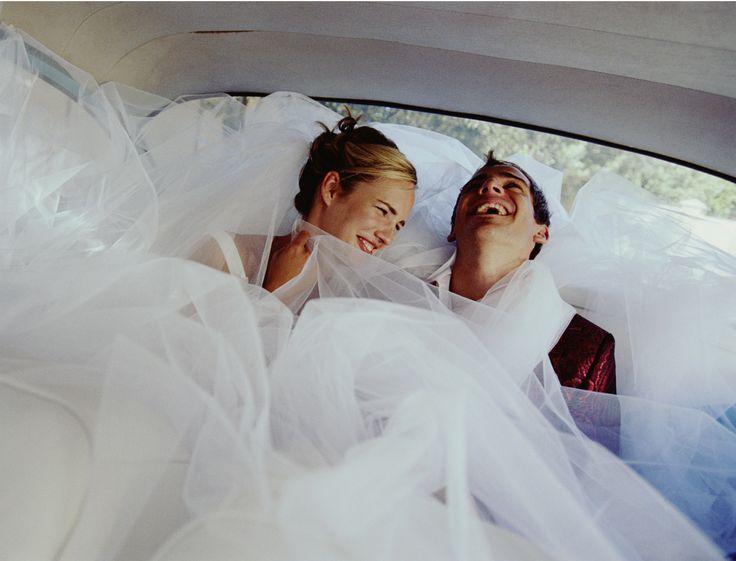 Vous allez vous marier et souhaitez que ce jour soit marqué à jamais, mais votre portefeuille boude un peu ? Voici 5 astuces pour dépenser moins et organiser...