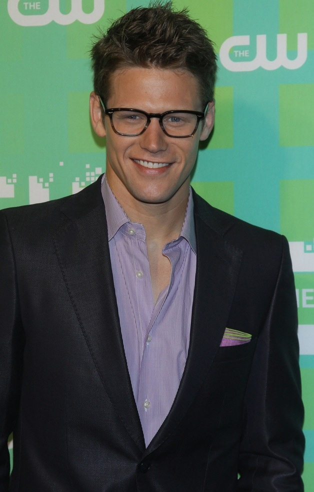 Zach Roerig look a him. All stylish and sexy!