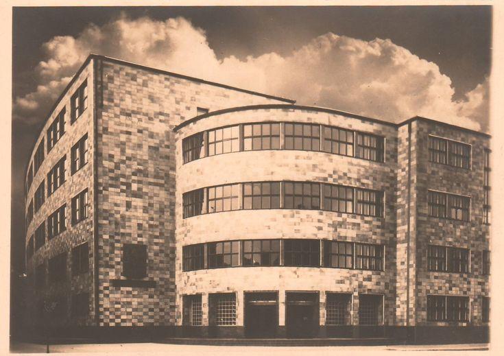 Max Taut - Alexander-von-Humboldt-Gymnasium, Köpenick - Berlin (Alexander von Humboldt High School, Köpenick - Berlin), 1928-1929 (Photo: Vennemann)
