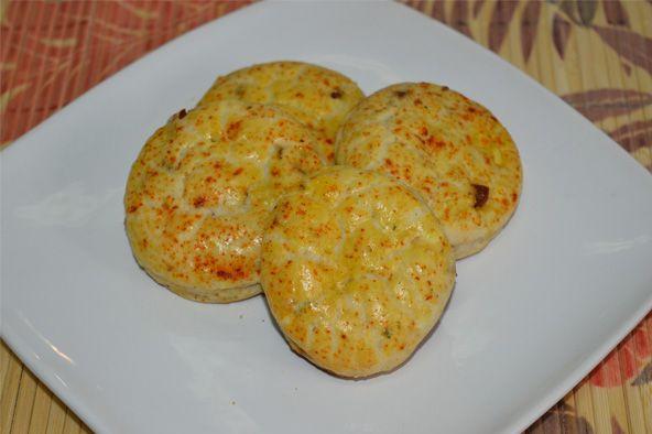 Scones cu branza sunt un preparat traditional englezesc, fiind foarte versatili din punct de vedere al ingredientelor pe care le poti folosi.