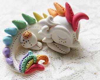 Arcilla del polímero lindo del dragón estatuilla en miniatura en Rainbow - 1,5 pulgadas Figura / hecho a la medida